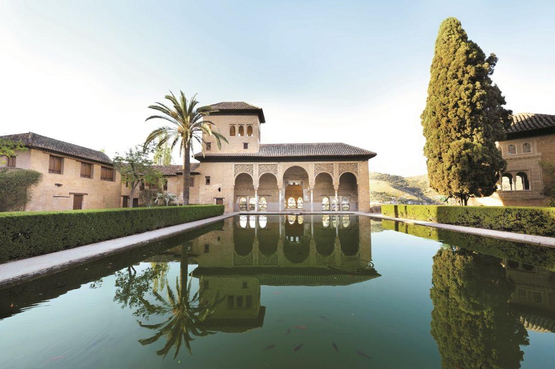 Les jardins de l'Alhambra, à Grenade Généralife, à Grenade. La Casa Pilatos, à Séville L'Alcazar des Rois chrétiens, à Cordoue Fontaine rafraichissant les jardins Au cœur des jardins de l'Alcazar de Séville. Vue sur la ville de Malaga depuis le jardin de la Concepción Le patio de las Doncellas, dans l'Alcazar de Séville