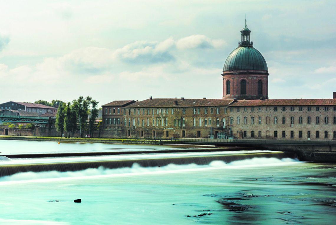 L'hôpital de la Grave, au bord de la Garonne à Toulouse.